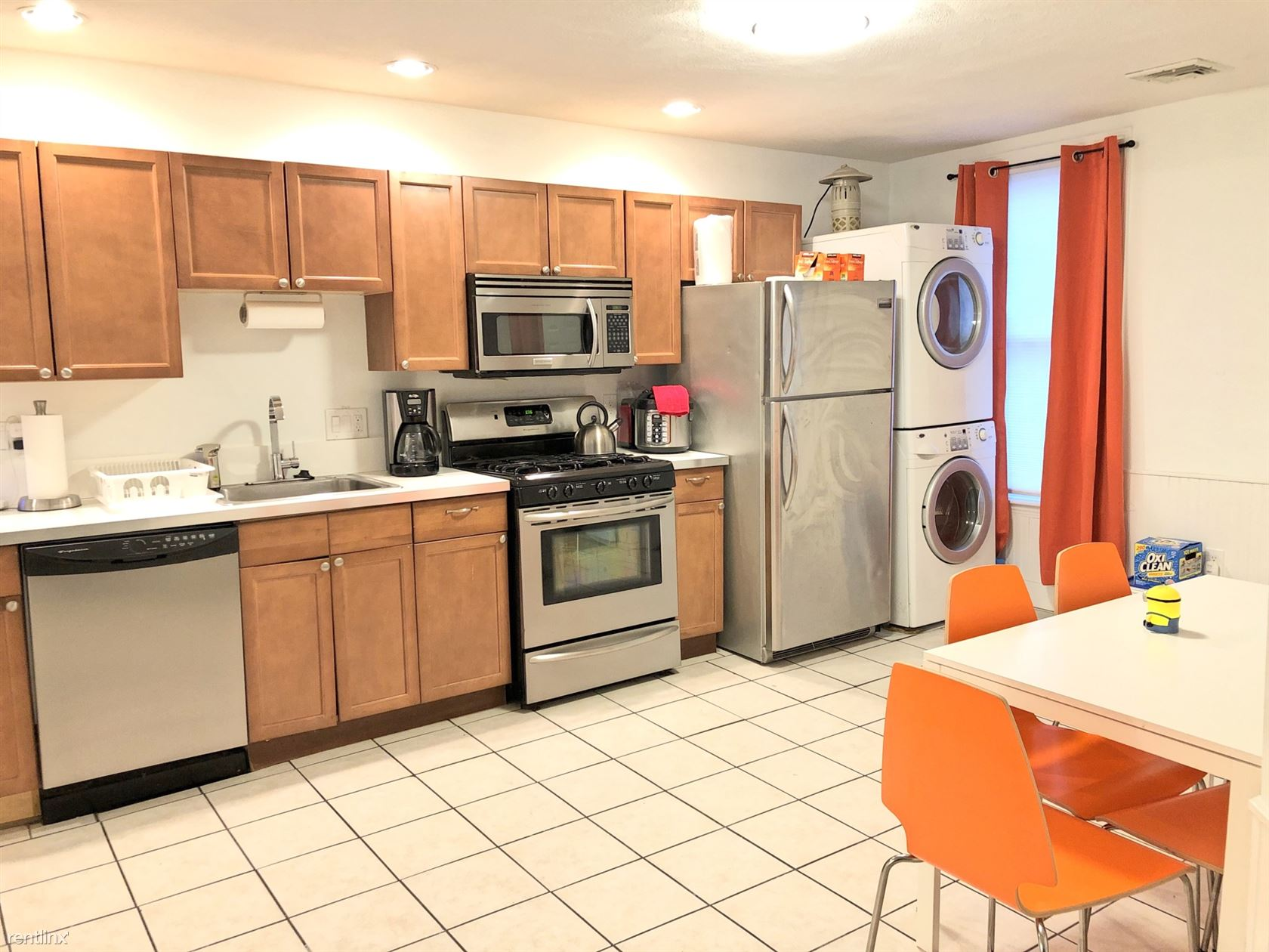 130 W 8th St Apt 1